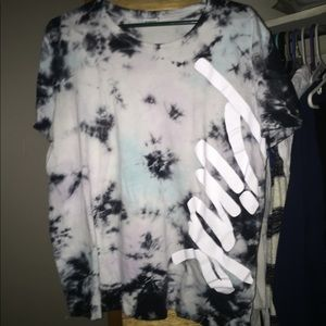 VS/PINK Tie-dye T-Shirt size L